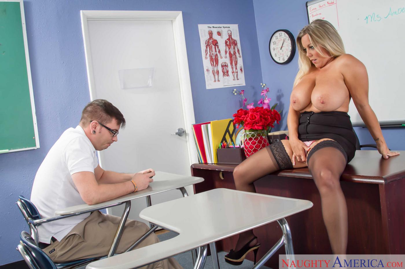 Учитель пристаёт к ученице, Русский учитель пристает к своей студентке у доски 21 фотография