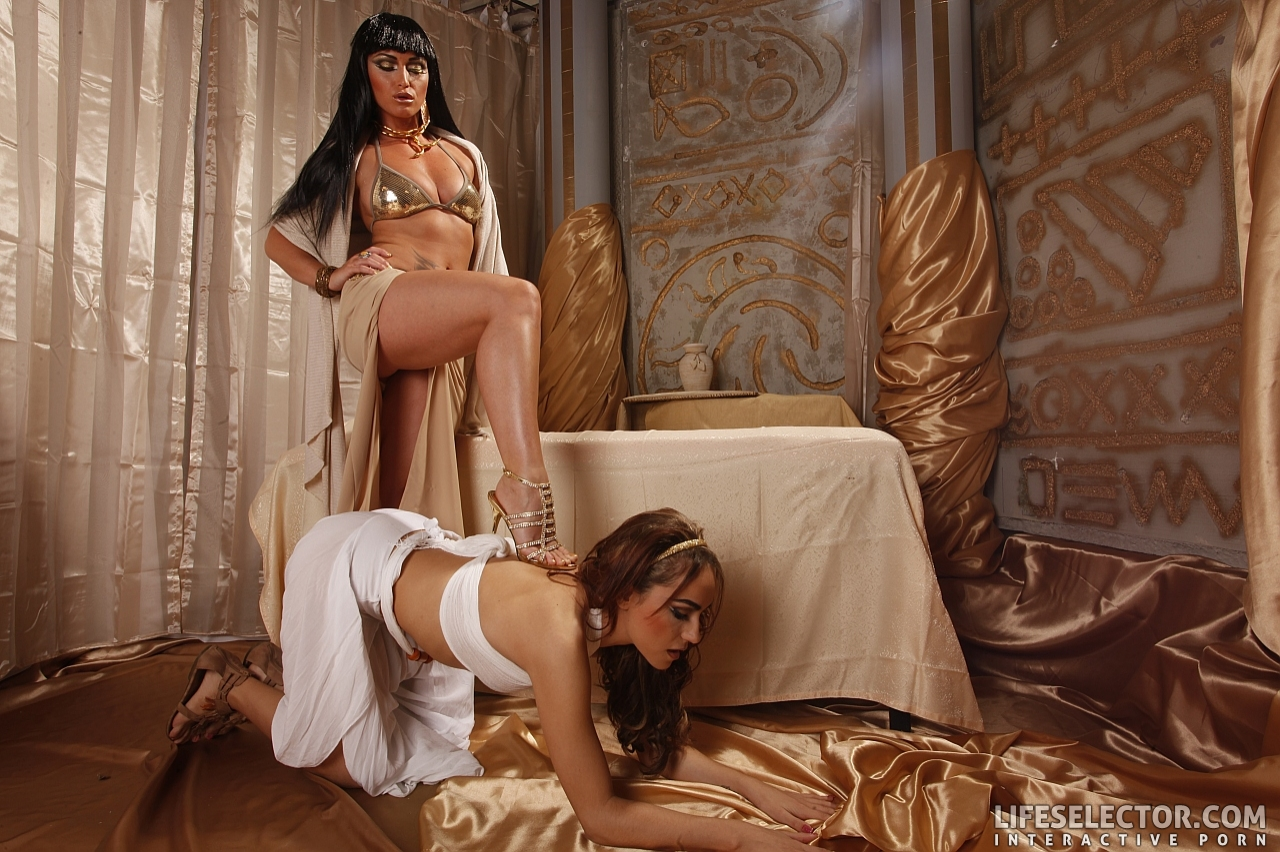 Kathia Nobili Porn Gallery Arousing Babe Leyla Black And