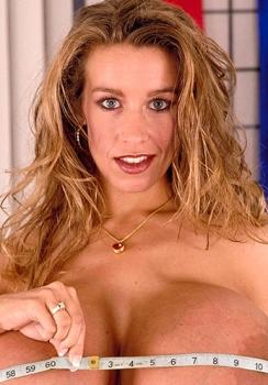Chelsea Charms porno figa pelosa cazzo